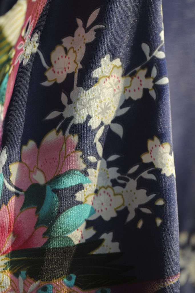 Close up productfoto Kimono satijn Morning Glory