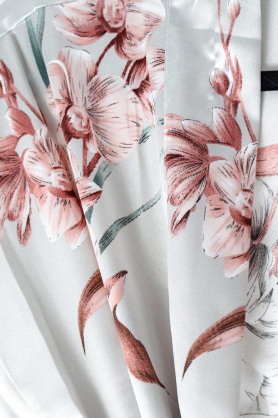 Pyjama set satijn Luxury flower Close up